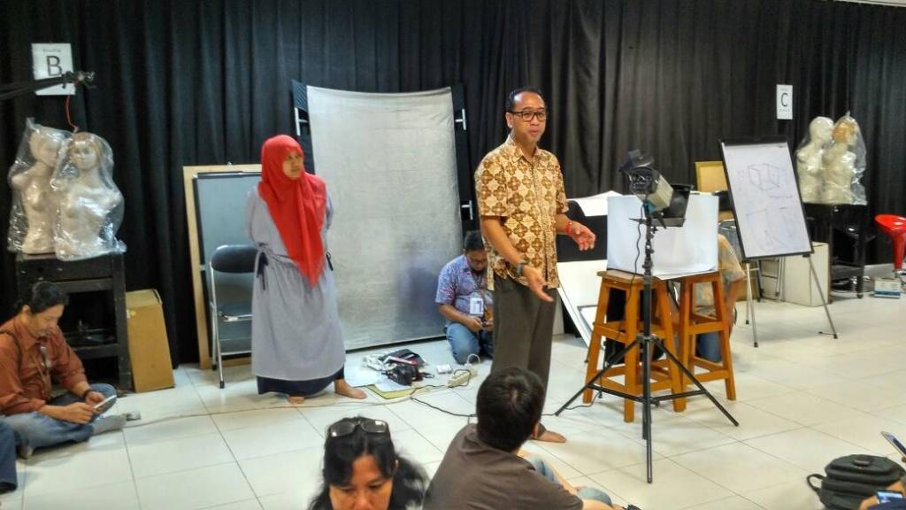Basic Photography: Lighting - Pengabdian Masyarakat - Bina ...